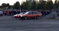 Drag Race: VW Passat verraucht Ferrari 458